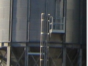 Ladder with body safe cage to the level of the compression ring c-w platform